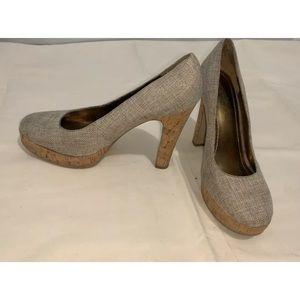 Nine West women's Closed Heel Shoes Size 8M Beige.